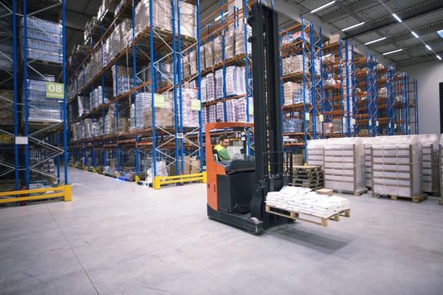 Освещение складов с высокими стеллажами/паллетами